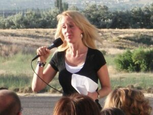 Robyn Speaking at Spanish Fork
