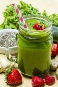 green smoothiestraw berries (1)