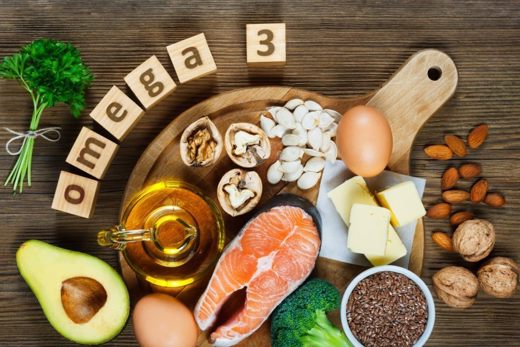 Animal and vegetable sources of omegas: salmon, avocado, linseed, eggs, butter, walnuts, almonds, pumpkin seeds, parsley leaves, rapeseed oil