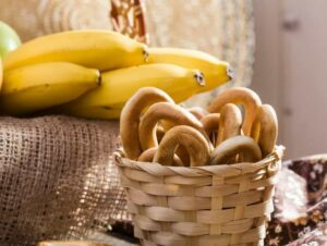 Comparing Carbs: a Banana vs a Bagel