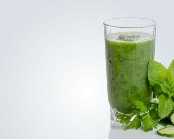 green-smoothie-with-mint