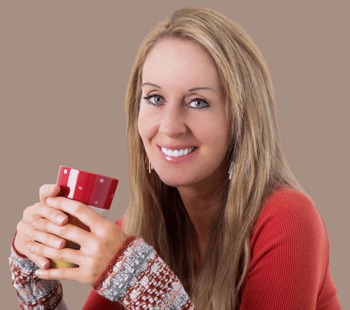 robyn-openshaw-holding-a-mug