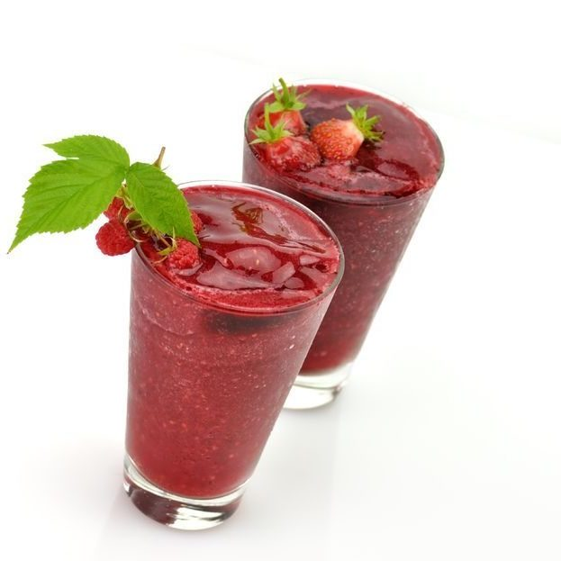 10016329 - frozen strawberry and raspberry smoothie with fresh  berries